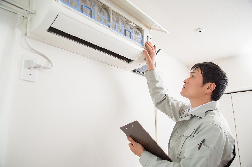 天井埋め込みエアコンの掃除は自分でできる?